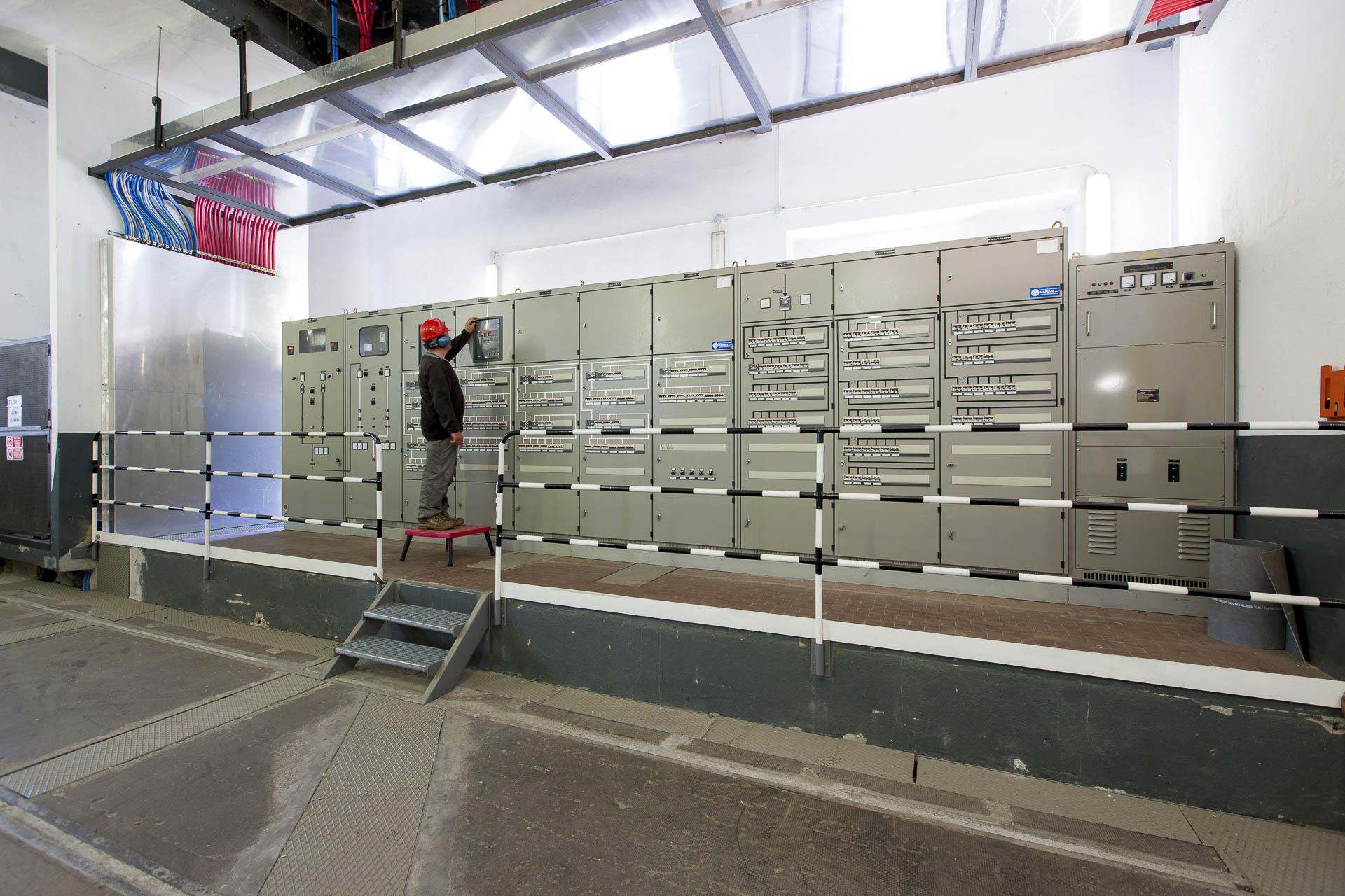 Centrale produzione idroelettrica rinnovabile Verres CVA pannello controllo macchine