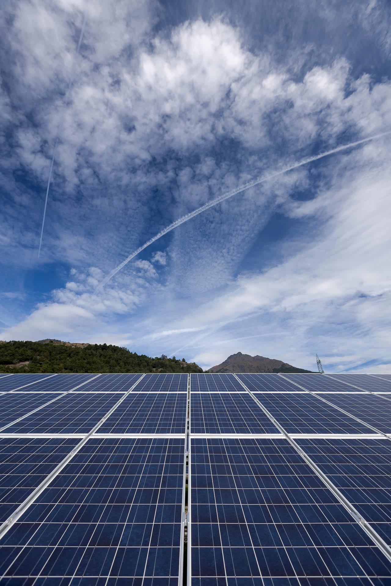 Impianto produzione energia verde rinnovabile fotovoltaica La Tour pannelli solari