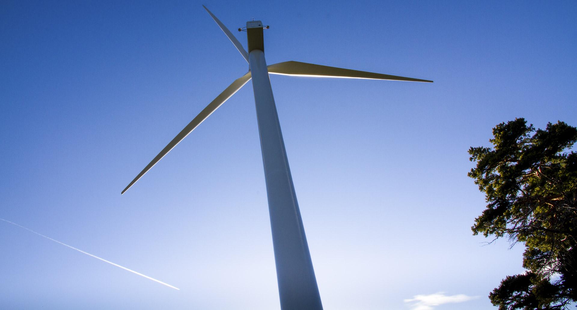 Impianto eolico Saint-Denis produzione energia verde CVA
