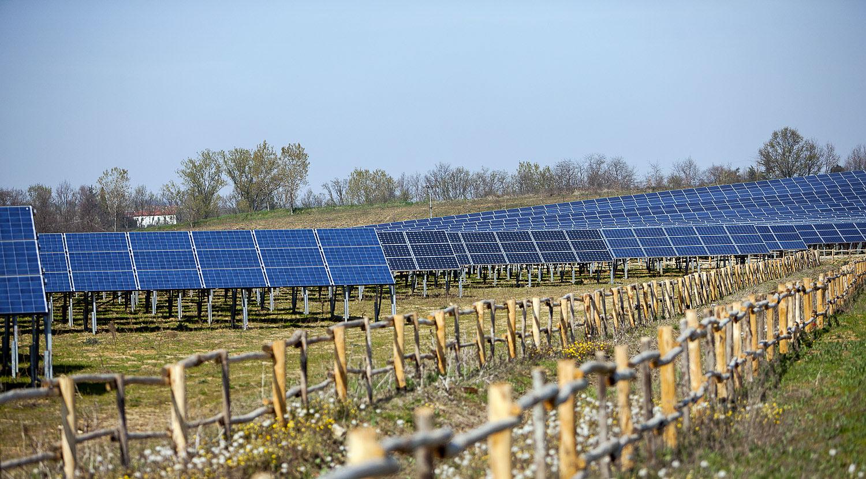 Impianto produzione energia sole rinnovabile verde sostenibile pannelli solari Valenza Fornace