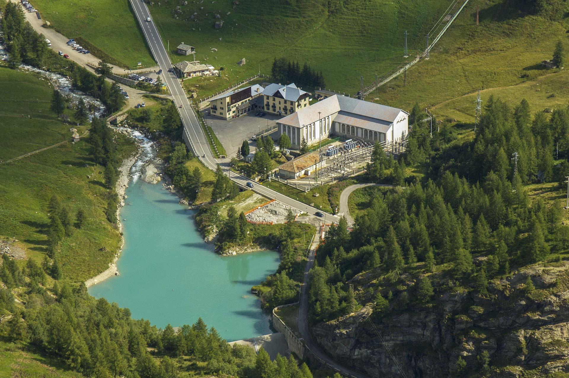 Centrale di produzione energia idroelettrica rinnovabile Perreres