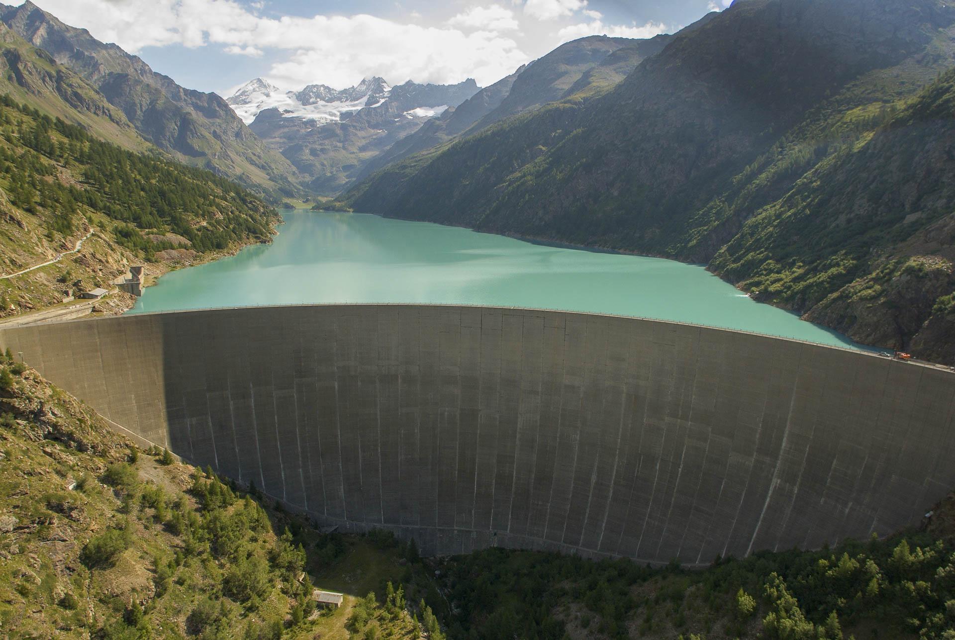 Diga di Place Moulin Impianto per energia idroelettrica rinnovabile Gruppo CVA