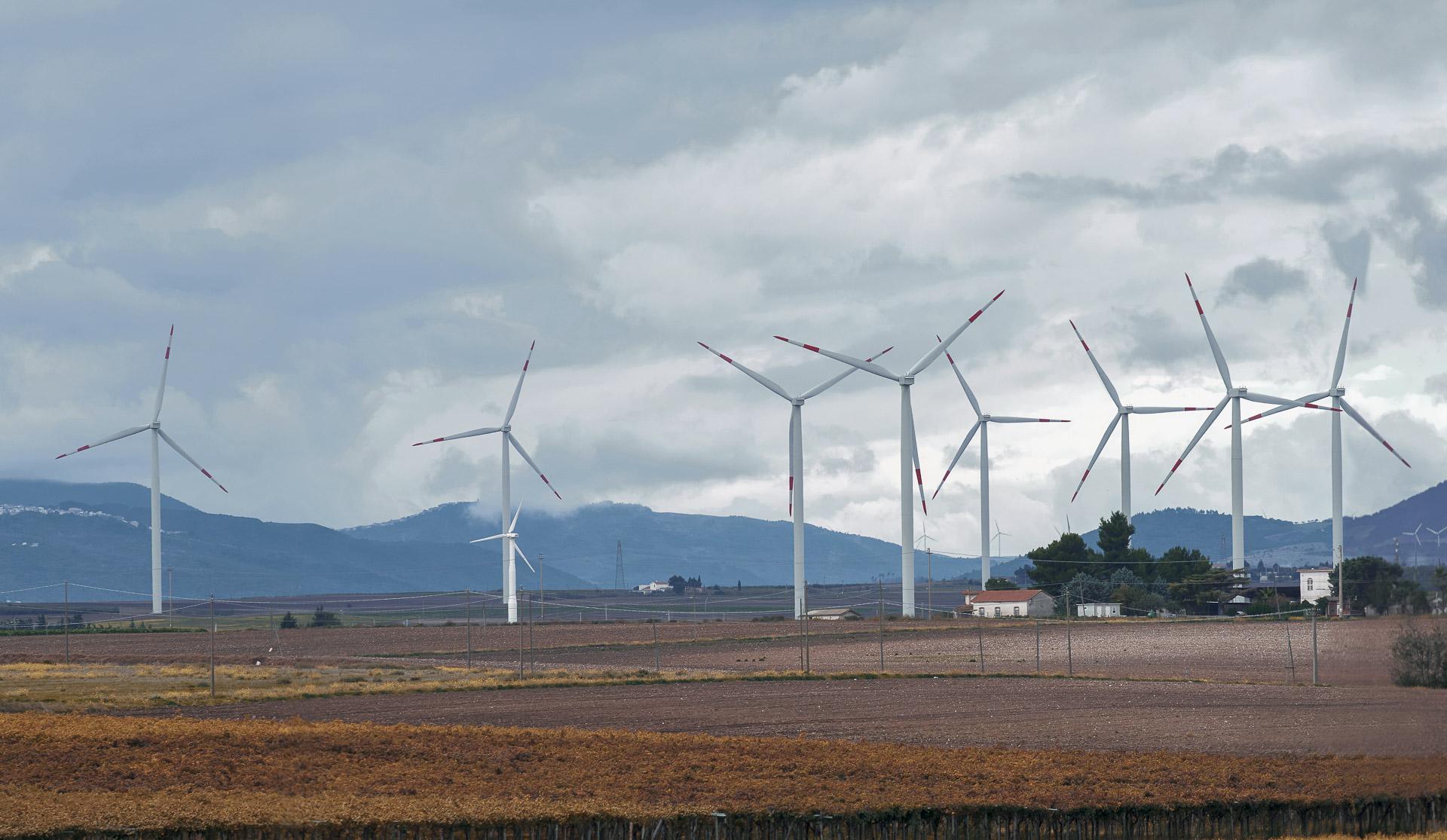 Impianto produzione energia elettrica verde rinnovabile eolica CVA Ponte Albanito